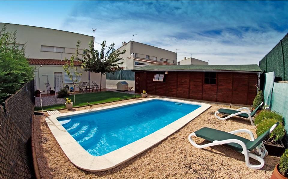 piscine coque 8.14 x3.24 x1.00m -1.60 m montauban prete à plonger