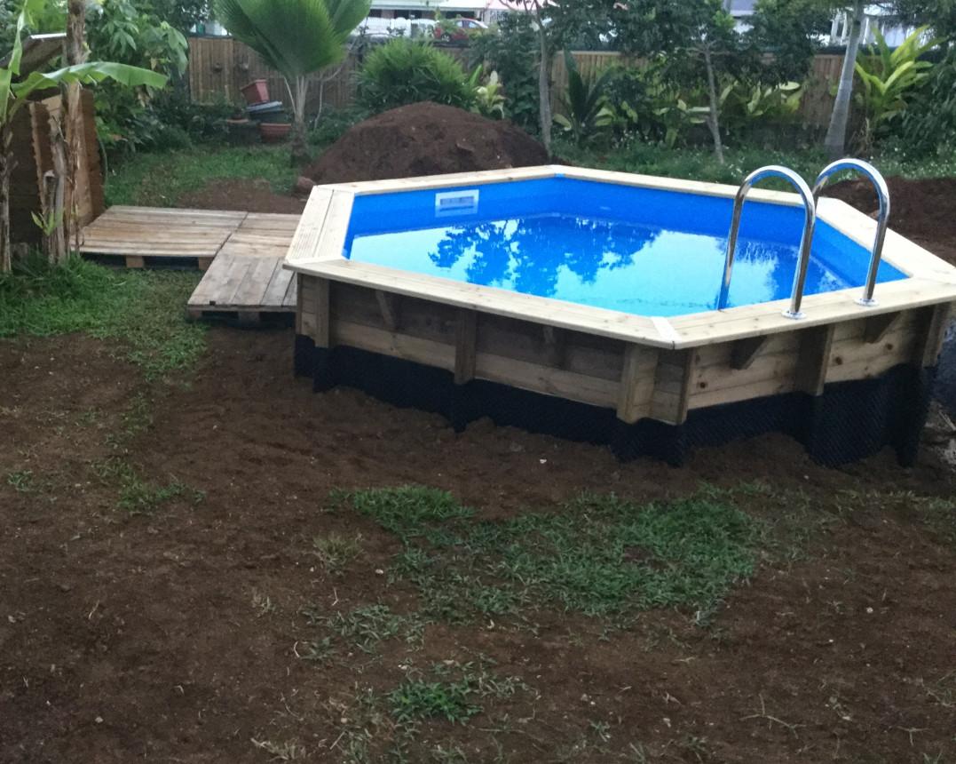 video montage piscine bois semi enterr e. Black Bedroom Furniture Sets. Home Design Ideas