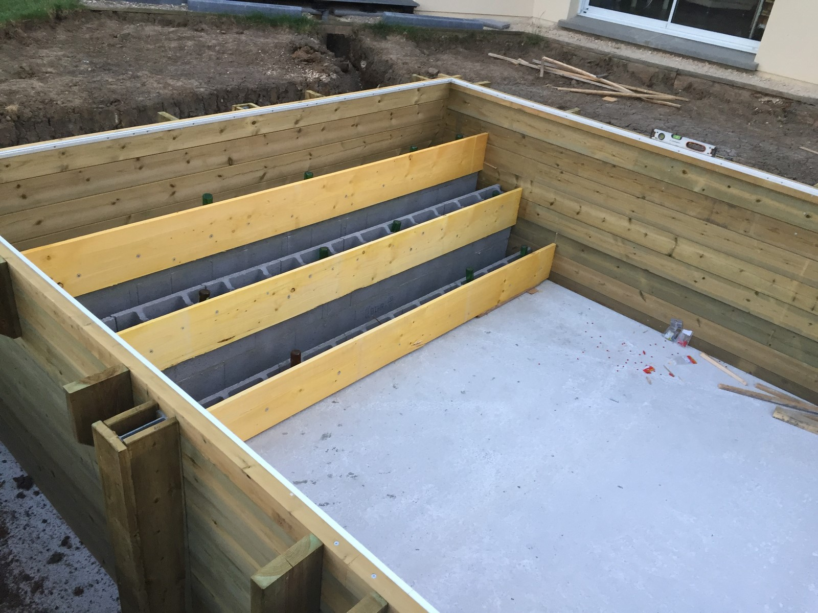 Kit piscine bois hors sol rectangulaire luxe avec escalier for Piscine en kit bois hors sol